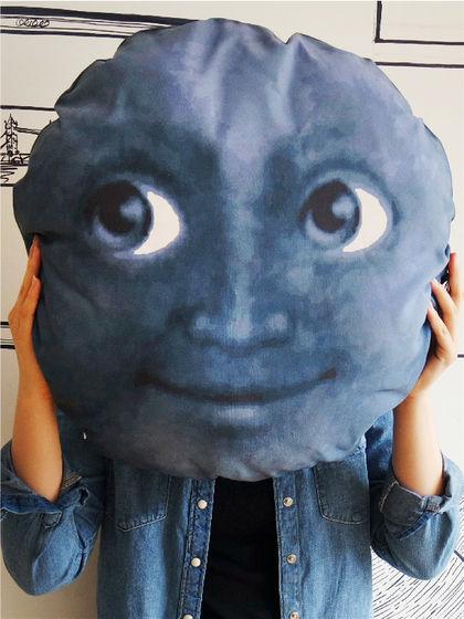 黑月亮emoji抱枕正品